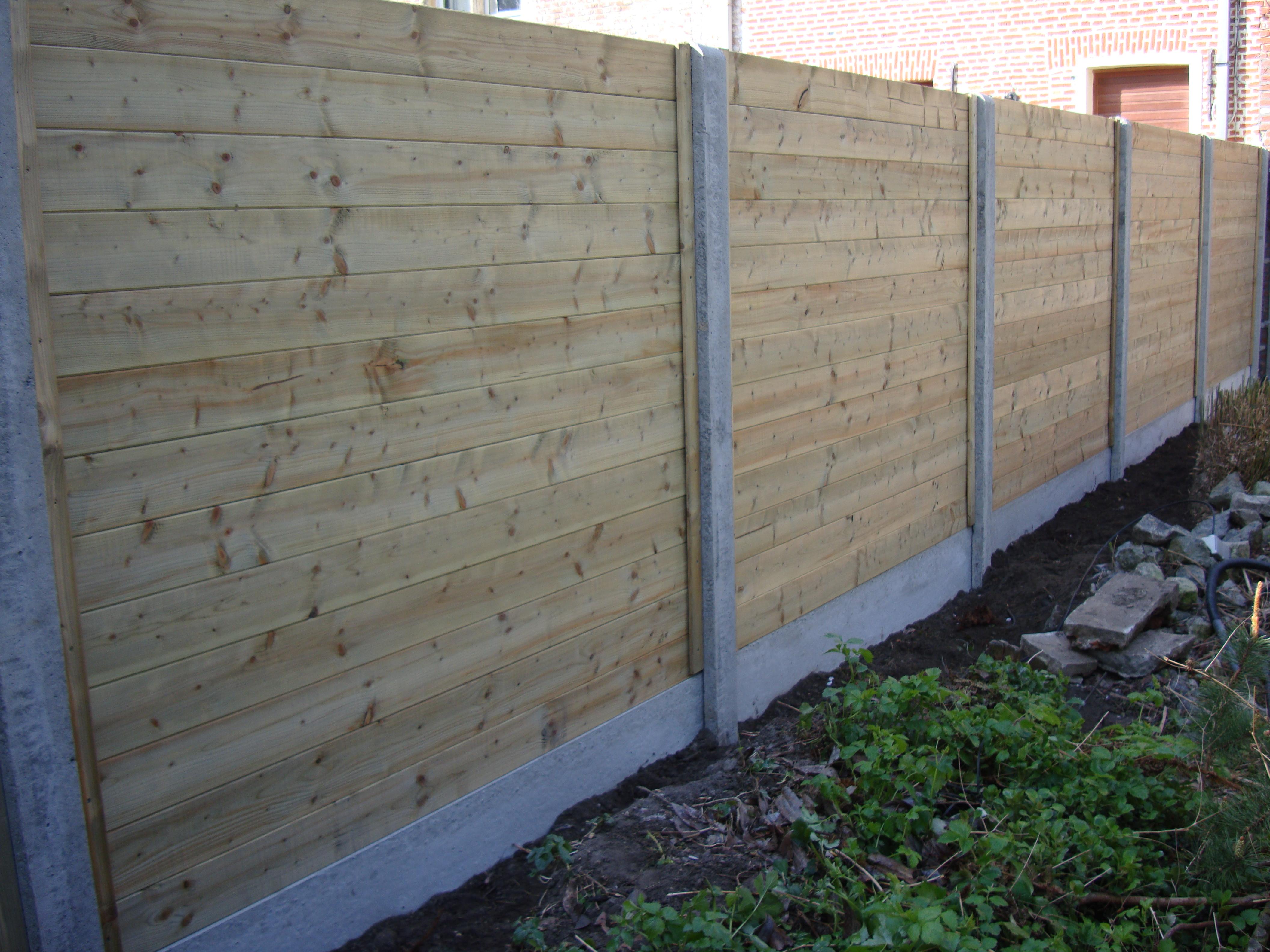 Houten Planken ( Tand En Groef ) Geplaatst Tussen Betonpaal + Betonplaat 1