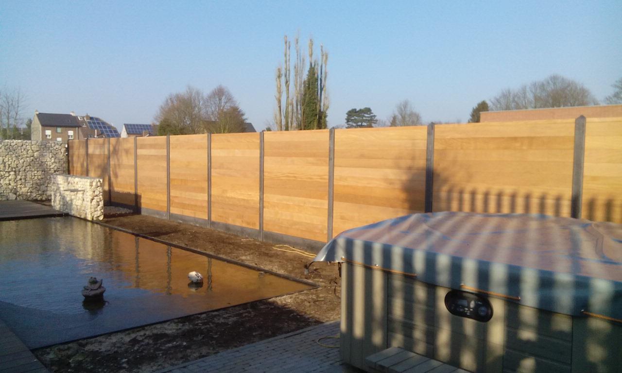 Planken Tande En Groef (Hardhout) Geplaatst Tussen Betonpaal + Betonplaat 2